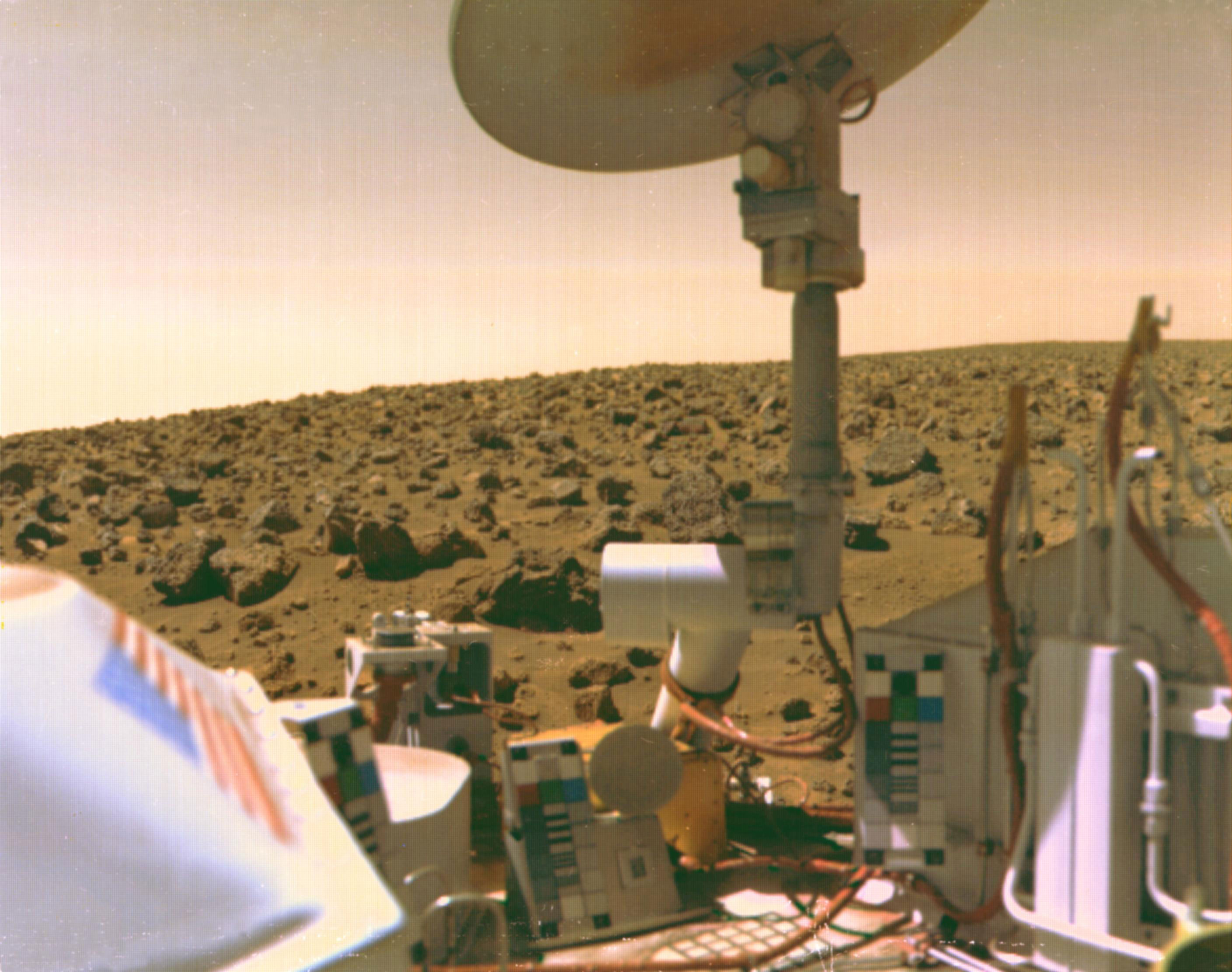 A boulder-strewn field of red rocks stretches across the horizon in this self-portrait of Viking 2 on Mars' Utopian Plain. Credit: NASA/JPL